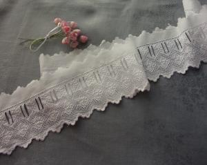 LARGE BRODERIE ANGLAISE ANCIENNE