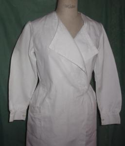 BELLE BLOUSE ANCIENNE . INFIRMIERE .  FORME CROISEE